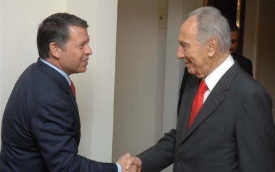 Shimon Peres et le roi Abdallah II en Jordanie, le 18 juin 2008. (Crédit : GPO)