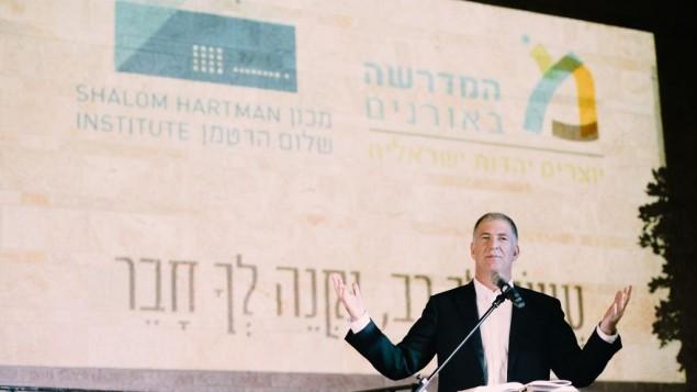 Le rabbin et Dr Donniel Hartman, directeur de l'institut Shalom Hartman, pendant la cérémonie d'ordination de la première cohorte du Beit Midrash pour les rabbins israéliens à Jérusalem, le 20 septembre 2016. (Crédit : Netanel Tobias)