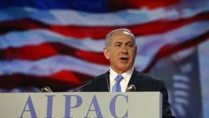Le Premier ministre Benjamin Netanyahu s'exprime pendant une conférence de l'AIPAC, le 2 mars 2015, à Washington. (Crédits : Mark Wilson / Getty Images / AFP)