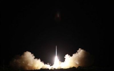Le lancement du satellite Ofek-10 décollant de la base aérienne Palmachim dans le centre d'Israël le 9 avril 2014 (Crédit : Ministère israélien de la Défense et Israel Aerospace Industries)