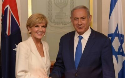 Le Premier ministre Benjamin Netanyahu avec la ministre australienne des Affaires étrangères Julie Bishop, dans les bureaux du Premier ministre à Jérusalem, le 4 septembre 2016. (Crédit : Amos Ben-Gershom/GPO)