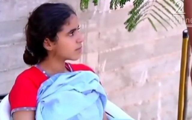 Bara'a Ramadan Owaisi, 13 ans, s'exprime sur la Deuxième Chaîne après avoir été libérée par un tribunal militaire israélien le 22 septembre 2016. (capture d'écran)