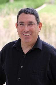 Le Dr Aron Troen de l'Institut de biochimie, des sciences agro-alimentaires et de la nutrition de l'université Hébraïque de Jérusalem. (Crédit : autorisation)