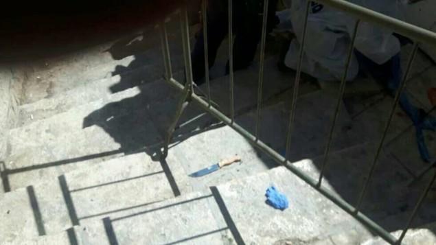 L'un des couteaux utilisés pour une tentative d'attaque près du Tombeau des Patriarches à Hébron, en Cisjordanie, le 19 septembre 2016. (Crédit : police israélienne)