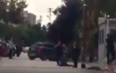 Tentative d'attaque contre l'ambassade d'Israël en Turquie, à Ankara, le 21 septembre 2016. (Crédit : capture d'écran YouTube)