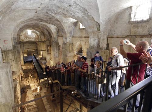 Houses from Within propose de voir des intérieurs modernes et anciens des bâtiments à Jérusalem, à partir de 22 ou 24 septembre 2016 (Crédit : Houses from Within)
