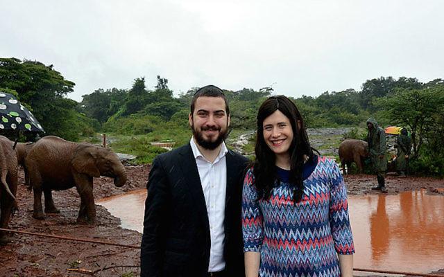 Rabbi Avromy et Sternie déménagent au Kenya cette Rosh Hashanah. (Chabad.org via JTA)