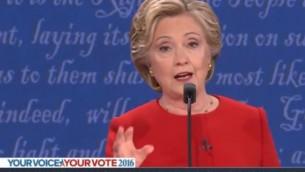 La candidate démocrate à la présidentielle américaine Hillary Clinton pendant le premier débat de la campagne, à New York, le 26 septembre 2016. (Crédit : capture d'écran YouTube/RBC NETWORK BROADCASTING)