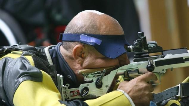 Doron Shaziri a remporté le bronze aux Jeux paralympiques de Rio, le 12 septembre 2016. (Crédit : Facebook/Comité paralympique israélien)