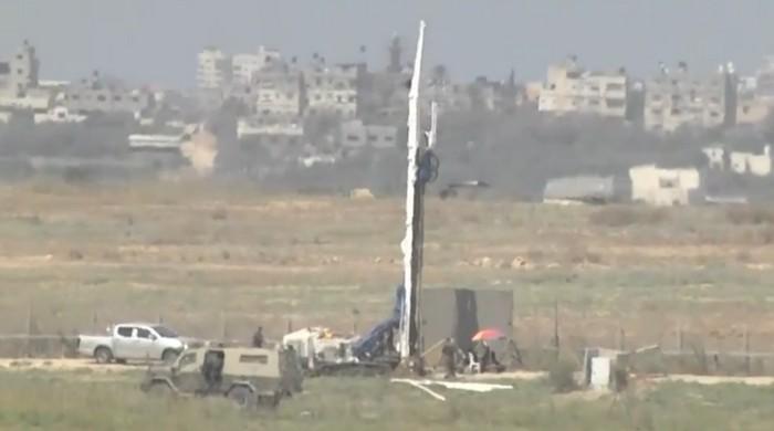 Travaux de construction d'une barrière de sécurité souterraine pour déjouer les attaques de terroristes palestiniens à la frontière avec Gaza, en septembre 2016. (Crédit : capture d'écran Ynet)
