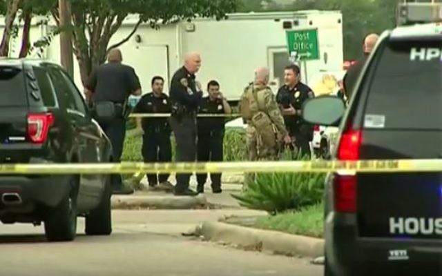 Scène d'une fusillade à Houston, au Texas. Un homme armé a blessé neuf personnes avant d'être abattu, le 26 septembre 2016. (Crédit : capture d'écran YouTube)