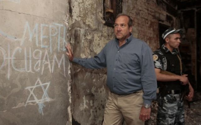 Le rabbin Yechezkel Ecktein en Ukraine (courtesy)