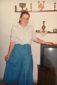 La députée Ksenia Svetlova à 13 ans, quand elle allait dans une école religieuse pour filles de Jérusalem, en 1991. (Crédit : autorisation)