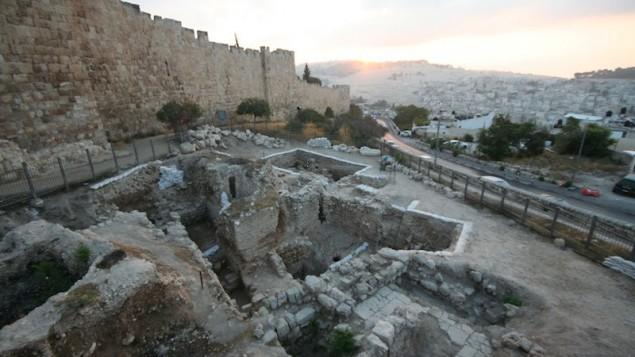 Le site archéologique du mont Sion, à Jérusalem. (Crédit : Shimon Gibson)