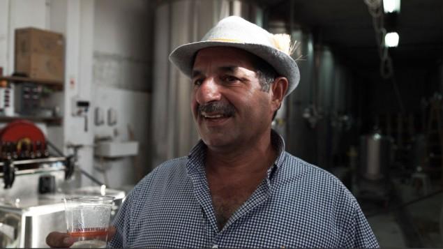 Nadim Khoury, cofondateur et maître brasseur de la brasserie Taybeh, en Cisjordanie, le 25 septembre 2016. (Crédit : Luke Tress/Times of Israel)