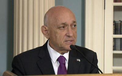Yaakov Nagel pendant la signature de l'accord d'aide militaire israélo-américain au département d'Etat, le 14 septembre 2016. (Crédit : capture d'écran de la diffusion en direct du département d'Etat)
