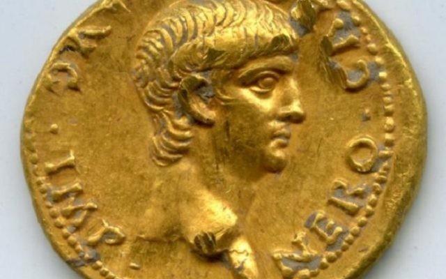 Une pièce romaine montrant l'empereur Néron, qui a été retrouvée à Jérusalem et daterait de l'an 56 de l'ère commune. (Crédit : Université de Caroline du Nord)