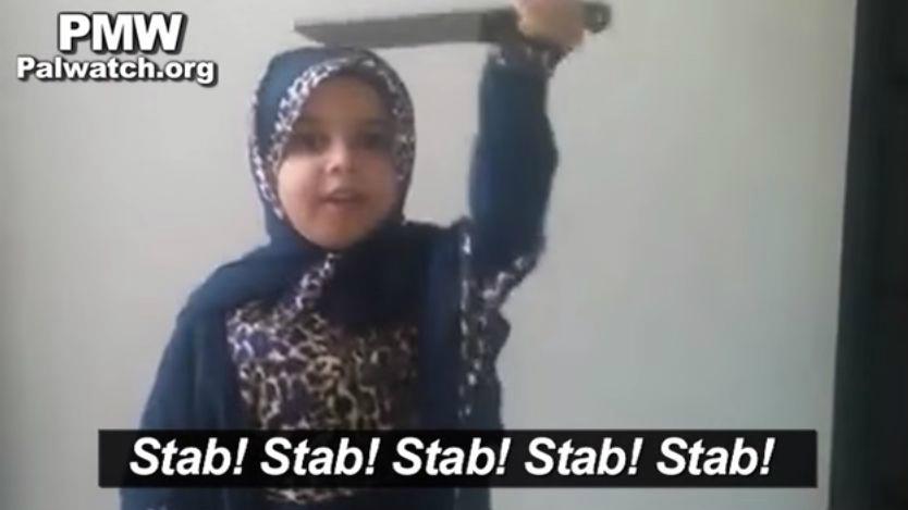 Capture d'écran d'une vidéo mise en ligne par le Palestinian Media Watch exhortant à mener des attaques terroristes contre les Israéliens postés sur la page Facebook de la « Coalition des jeunes de Jérusalem de l'Intifada », le 9 décembre 2015 (Crédit : Capture d'écran YouTube)