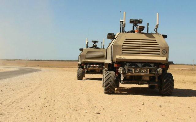 Deux véhicules sans conducteurs Mark I près de la frontière de la bande de Gaza. Illustration. (Crédit: Zev Marmorstein/ unité des porte-paroles de l'armée israélienne)