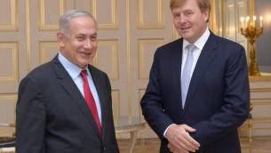 Benjamin Netanyahu et le roi Willem Alexander à Den Haag. (Crédit : Amos Ben Gershom GPO)