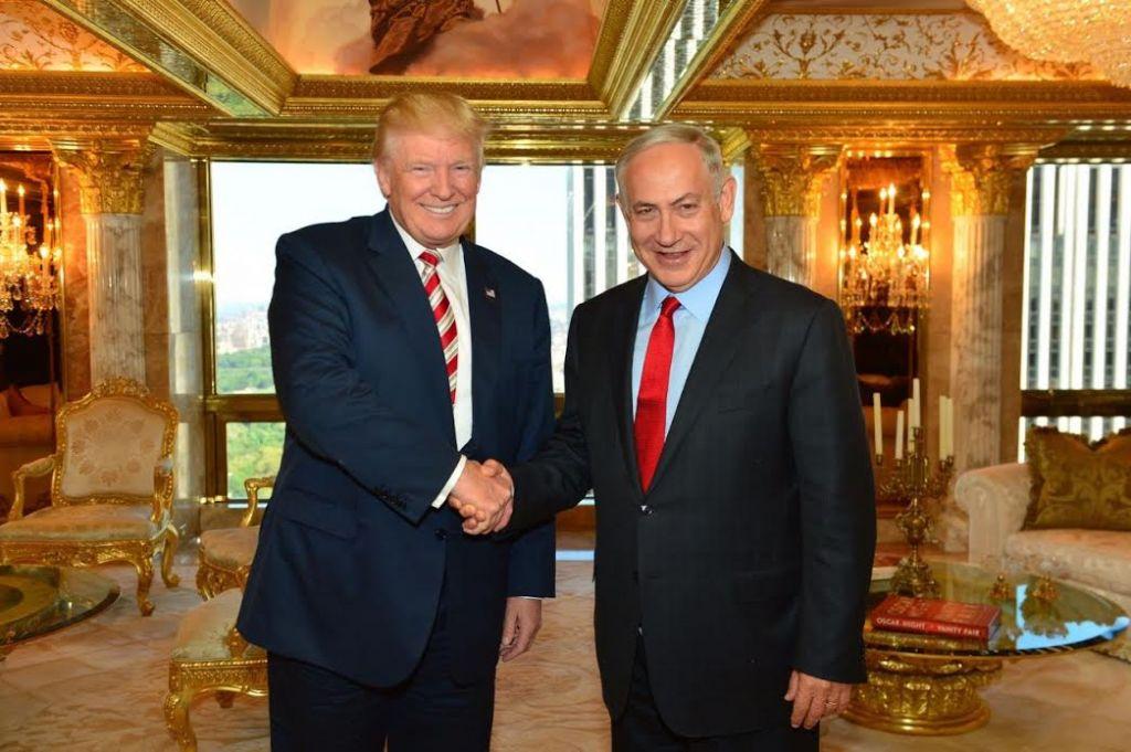 Le candidat républicain à l'élection présidentielle américaine Donald Trump et le Premier ministre Benjamin Netanyahu à New York, le 25 septembre 2016. (Crédit : Kobi Gideon/GPO)
