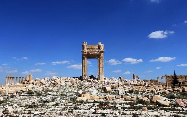 """Les ruines de la """"Cella"""" du Temple de Bel dans la ville syrienne antique de Palmyre, qui a été détruit par les jihadistes de l'Etat islamique, le 31 mars 2016. (Crédit : Joseph Eid/AFP)"""