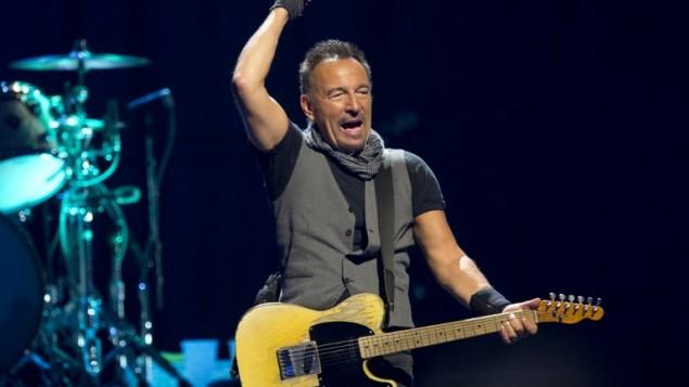 Bruce Springsteen en concert à Paris, le 11 juillet 2016. (Crédit : AFP/Bertrand Guay)