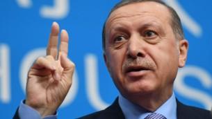 Le président Recep Tayyip Erdogan lors d'une conférence de presse après la clôture du Sommet des dirigeants du G20 à Hangzhou le 5 septembre 2016 (Crédit : AFP/Greg Baker)