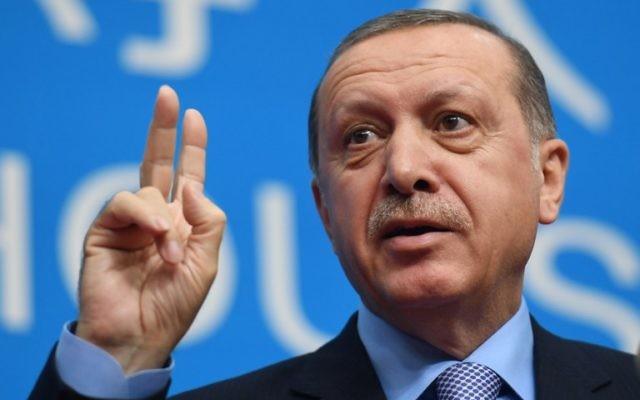 Le président Recep Tayyip Erdogan lors d'une conférence de presse après la clôture du Sommet des dirigeants du G20 à Hangzhou, le 5 septembre 2016. (Crédit : Greg Baker/AFP)