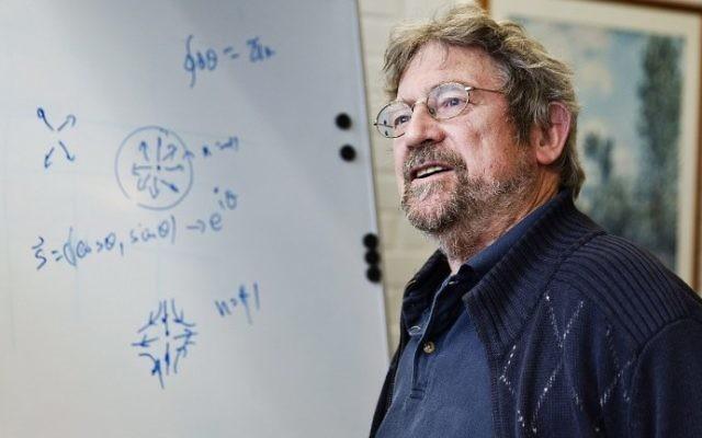 Le lauréat du Prix Nobel de physique J. Michael Kosterlitz à l'Université Aalto à Espoo, le 4 octobre 2016 (Crédit : AFP PHOTO / Lehtikuva / Roni Rekomaa)