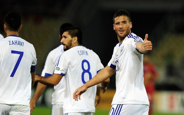 L'arrière israélien Tomer Hemed célèbre son but lors d'un match de qualification pour la Coupe du monde 2016 entre Israël et la Macédoine, le 6 octobre 2016 à Skopje. (Crédits : AFP / Robert Atanosovski)