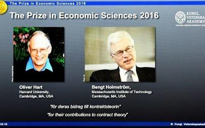 Les lauréats du Prix Nobel des sciences économiques sont Oliver Hart (à gauche), anglo-américain, et le Finlandais  Bengt Holmstrom ont été annoncés à Stockholm, le 10 octobre 2016. (Crédit : AFP/Jonathan Nackstrand)