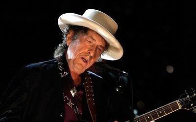 Bob Dylan donne un concert en l'honneur de Michael Douglas, au studio Sony Pictures à Culver City, en Californie, le 11 juin 2009. (Crédits : Kevin Winter/Getty Images for AFI)
