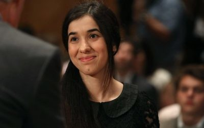 Nadia Murad, militant des droits de l'Homme, témoignant lors d'une audience de la commission de la sécurité intérieure et des affaires gouvernementales du Sénat américain au Capitole, à Washington, le 21 juin 2016 (Crédit : AFP PHOTO / GETTY IMAGES NORTH AMERICA / MARK WILSON)