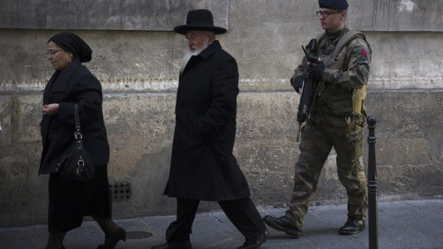 Des juifs à Paris, le 12 janvier 2015. (Crédit : AFP/Joël Saget)