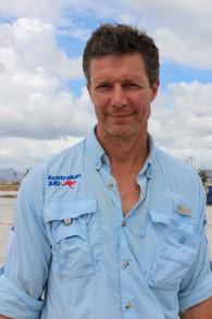 Le Dr Ian Norton, de l'Organisation mondiale de la santé, participe à un effort de sauvetage australien aux Philippines après un typhon sur l'île en 2013. (Crédit : Gemma Haines/Département australien des Affaires étrangères et des Echanges commerciaux/Wikimedia)