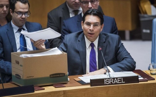 Danny Danon, ambassadeur d'Israël auprès des Nations unies, devant le Conseil de sécurité, le 19 octobre 2016. (Crédit : Nations unies)