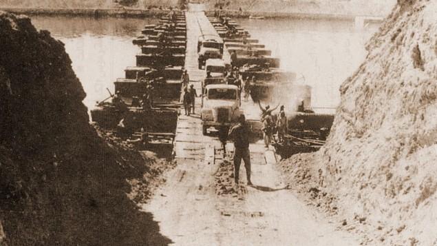 Le passage de Suez, pendant la guerre de Kippour. (Crédit : Wikimedia Commons)