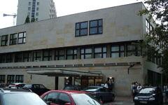 Le bâtiment du Théâtre juif de Varsovie (Crédit : Wikimedia Commons / Tadeusz Rydzyk)