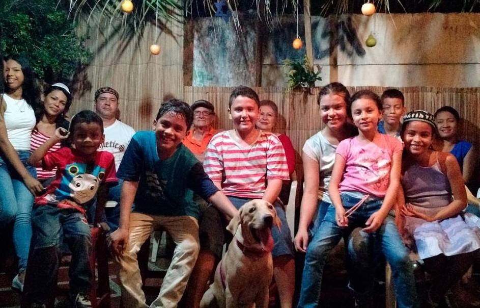 Une photo du groupe de jeunes de la communauté de Barranquilla (Crédit : Autorisation)