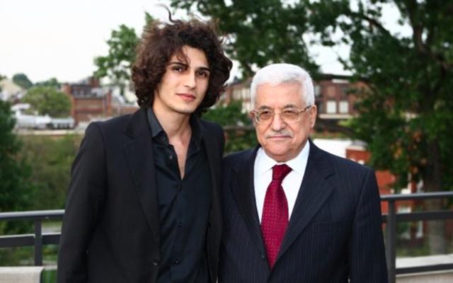 Fadi Elsalameen et Mahmoud Abbas (d) en 2010 à a Clinton Global Initiative (Crédit : Hemmat87/wikimedia commons/ cc by 3.0)