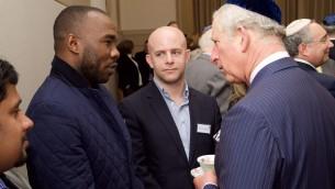 Le Prince Charles rencontre des visiteurs du centre d'accueil, à l'occasion du 175ème anniversaire de la West London Synagogue (Crédit : Elliot Franks)