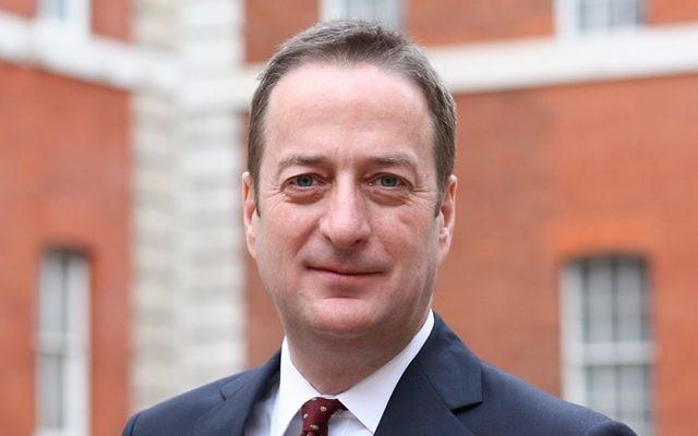L'ambassadeur du Royaume-Uni en Israël David Quarrey. (Crédits : ambassade)