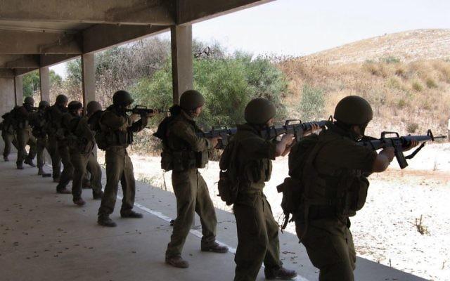 Des réservistes de l'armée israélienne s'entraînent à Adam. Illustration. (Crédit : Roy Sharon/Flash90)