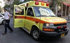 Une ambulance Magen David Adom, le 23 novembre 2010. Illustration. (Crédit : Nati Shohat/Flash90)