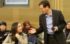 Isaac Herzog avec Shelly Yachimovich, alors présidente du Parti travailliste, en février 2012. (Crédit : Miriam Alster/Flash90)