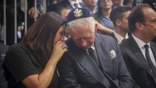Le prince Charles et la ministre israélienne de la Culture Miri Regev lors des funérailles de l'ancien président Shimon Peres sur le mont Herzl, à Jérusalem, le 30 septembre. A droite, le président français François Hollande. (Crédit : Marc Israel Sellem/Pool)