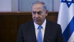 Le Premier ministre Benjamin Netanyahu pendant la réunion hebdomadaire du cabinet dans ses bureaux, à Jérusalem, le 9 octobre 2016. (Crédit : Ohad Zwigenberg/Pool)