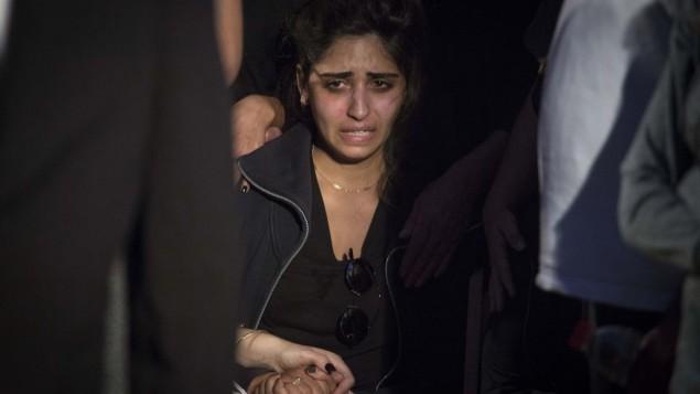 Noy Kirma pendant les funérailles de son mari, le premier sergent Yosef Kirma, tué pendant une attaque terroriste à Jérusalem, le 9 octobre 2016. (Crédit : Hadas Parush/Flash90)