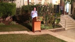 L'ambassadeur du Royaume-Uni en Israël David Quarrey s'exprime lors d'une fête de Souccot à la résidence de l'ambassadeur à Tel Aviv, le 20 octobre 2016. (Crédits : Raoul Wootliff / Times of Israel)